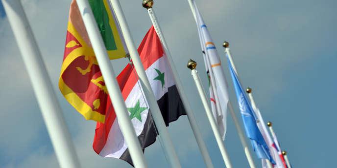 Le drapeau syrien devant le village olympique à Londres.