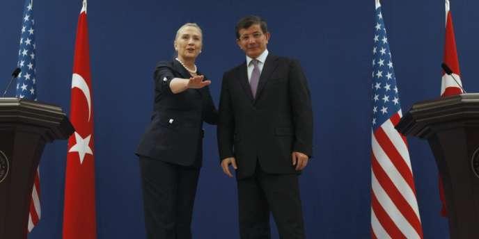 Hillary Clinton est en visite en Turquie, samedi 11 août, pour préparer
