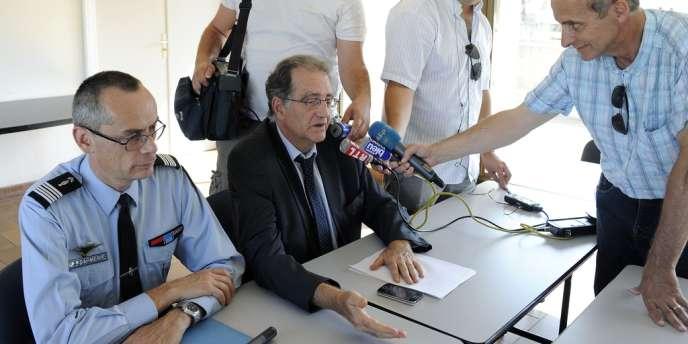 Le procureur de la république, Robert Geli s'exprime lors d'une conférence de presse sur l'affaire du père présumé infanticide, le 11 août 2012 à Nîmes.