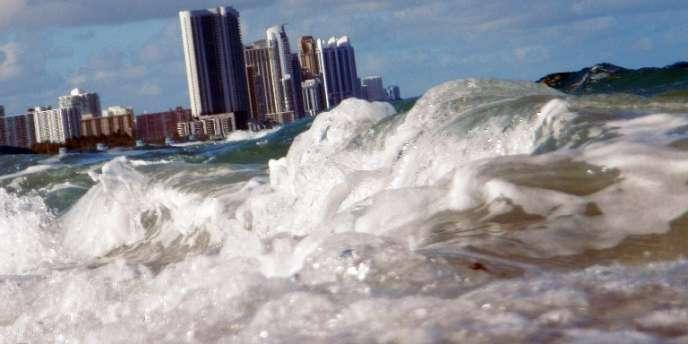 Certaines villes de Floride, comme Miami, sont particulièrement exposées à la hausse du niveau de la mer due au réchauffement climatique.
