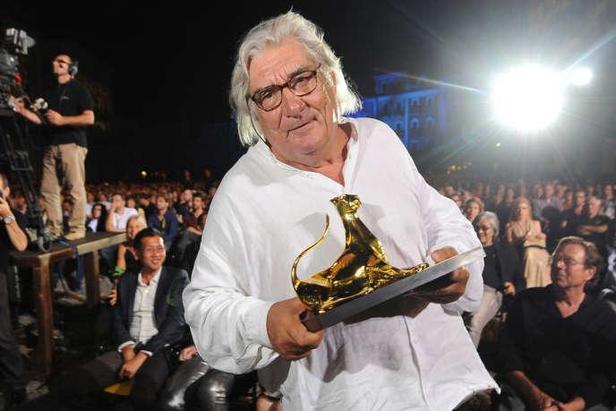 Jean-Claude Brisseau reçoit le Léopard d'or du 65e Festival du film de Locarno pour «La Fille de nulle part», en 2012.