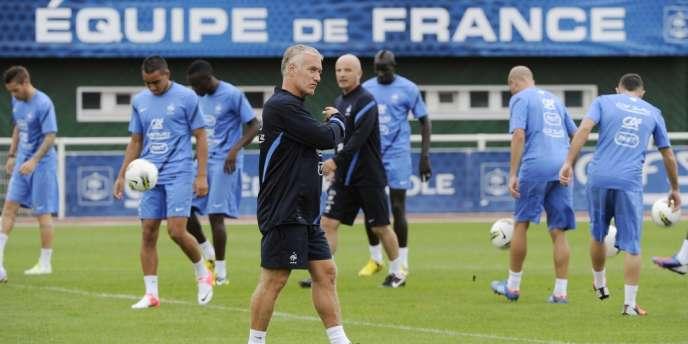 Didier Deschamps dirige son premier entraînement à la tête de l'équipe de France. Clairefontaine, le 13 août.