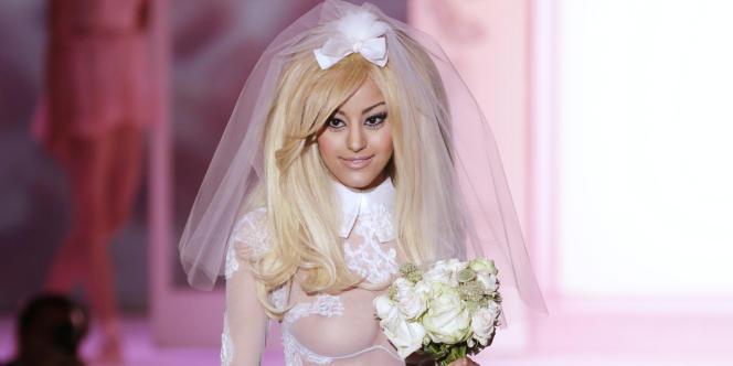 Zahia D., qui a connu depuis la notoriété et lancé une marque de lingerie, avait affirmé aux policiers avoir eu des relations tarifées avec Franck Ribéry en 2009 et Karim Benzema en 2008, alors qu'elle avait 16 ans.