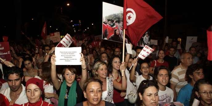 Le 13 août 2012, des milliers de Tunisiennes ont manifesté en faveur du droit des femmes à Tunis.
