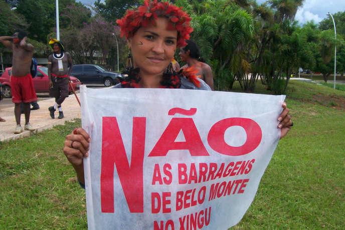 Sheyla Jakarepi Juruna, lors d'une manifestation contre le barrage de Belo Monte. Altamira, février 2011.