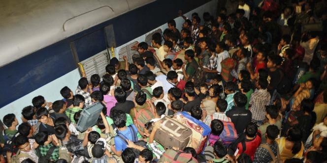 Des Assamais à la gare de Bangalore, le 16 août.