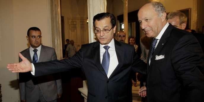 Le ministre des affaires étrangères français, Laurent Fabius, est accueilli à Beyrouth par son homologue libanais Adnan Mansour le 16 août.
