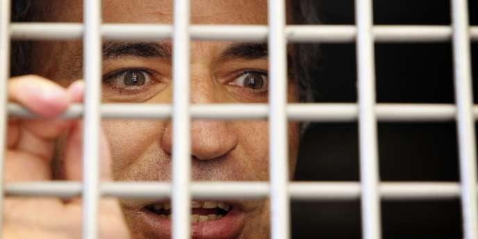 Garry Kasparov, dans un véhicule de police lors de son interpellation vendredi devant le tribunal où ont été jugées les Pussy Riots, à Moscou.