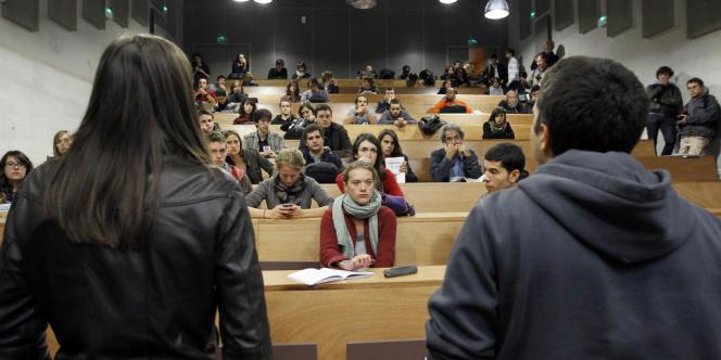 Selon les syndicats étudiants, le coût de la vie étudiante grimpe entre 2,6 % et 3,7 % pour l'année 2012-2013.