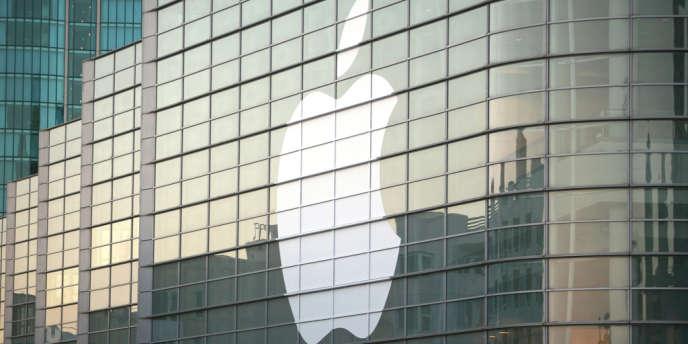 Le groupe informatique américain Apple a annoncé lundi des commandes record de plus de deux millions d'exemplaires en 24 heures pour son nouvel iPhone 5.