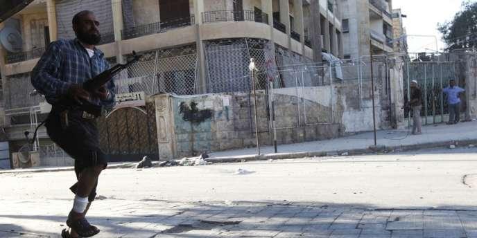 Des heurts entre sunnites et alaouites ont eu lieu à Tripoli, dans le nord du Liban, alors que les bombardements se poursuivaient sur la ville syrienne d'Alep.
