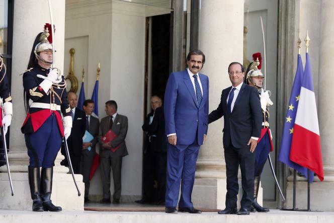 L'émir du Qatar, cheikh Hamad Ben Khalifa Al-Thani, et le président François Hollande, le 22 août, à l'Elysée.