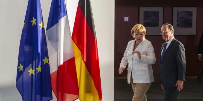 La chancelière allemande Angela Merkel et le président de la République François Hollande, le 23 août 2012, à Berlin.