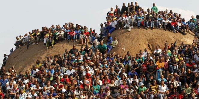L'Afrique du Sud a rendu un vibrant hommage, le 23 août, aux 44 morts de la mine de Marikana, comme ici sur la