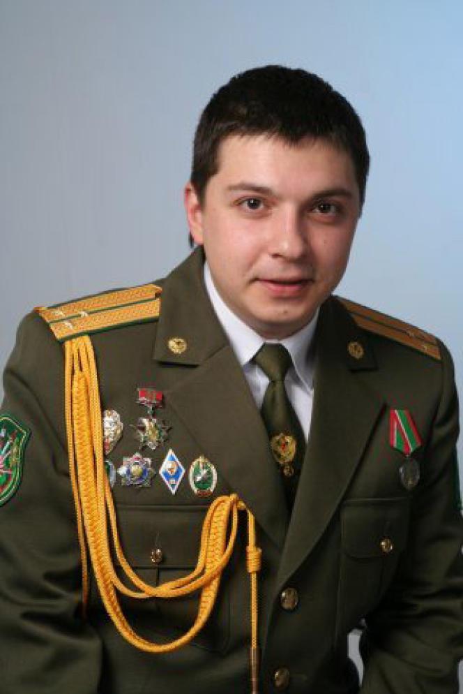 Alexandre Barankov, un policier biélorusse, est poursuivi par la justice de son pays et réfugié en Equateur.