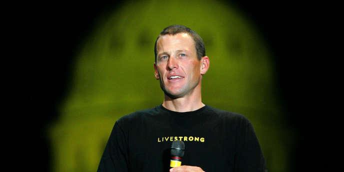 Lance Armstrong devant le capitole de l'état du Texas à Austin en 2004.