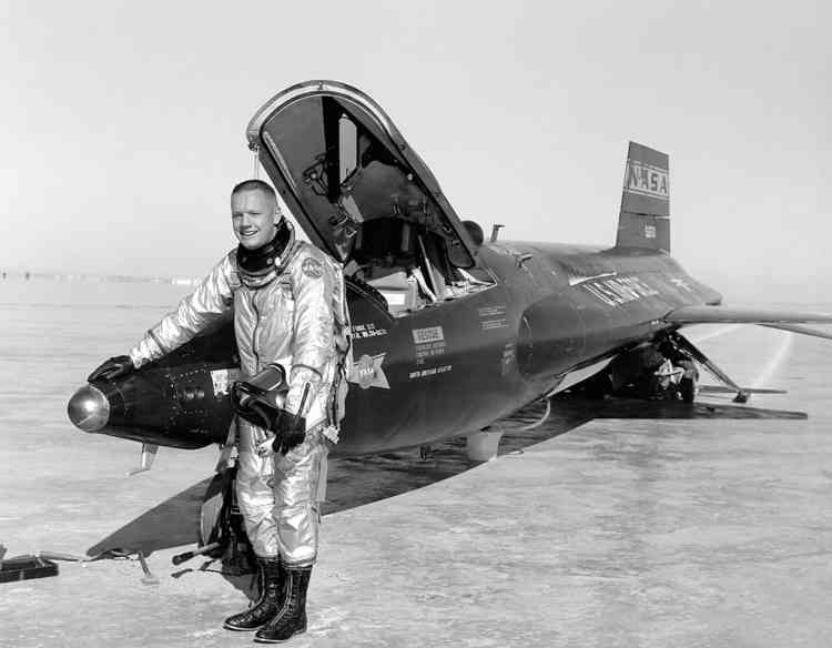 This 1960 NASA file image shows pilot Neil Armstrong seen next to the X-15 ship after a research flight at the Dryden Flight Research Center in California. The X-15 was flown over a period of nearly 10 years, from June 1959 to October 1968 and set the world's unofficial speed and altitude records. Information gained from the highly successful X-15 program contributed to the development of the Mercury, Gemini, and Apollo manned spaceflight programs, and also the Space Shuttle program. Armstrong eventually became the first man to walk on the surface of the Moon.   AFP PHOTO/ NASA