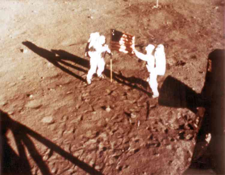 """US astronauts Neil Armstrong and """"Buzz"""" Aldrin deploy the U.S. flag on the lunar surface 20 July 1969 during the Apollo 11 lunar landing mission.  AFP PHOTO/NASA"""