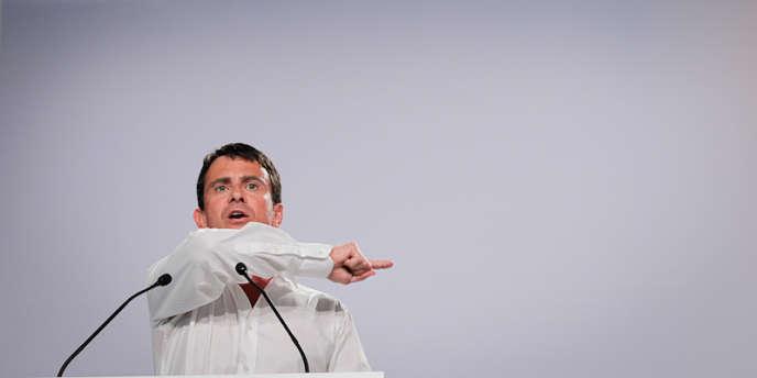 Manuel Valls intervient dans la salle plénière à l'Université d'été de la Rochelle, le samedi 25 août 2012.