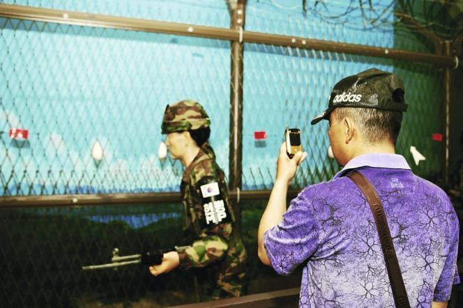 La zone est visitée chaque année par 100 000 touristes, uniquement étrangers. Les Coréens n'y ont, en principe, pas accès.