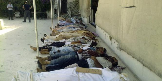 Selon le réseau de journalisme citoyen SNN, cette photographie montre les corps de Syriens tués par les chabihas à Daraya, près de Damas, le 26 août 2012.