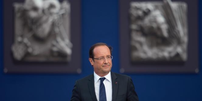 Pour la première fois depuis son élection, en mai, François Hollande passe sous la barre des 50 % d'opinions favorables.