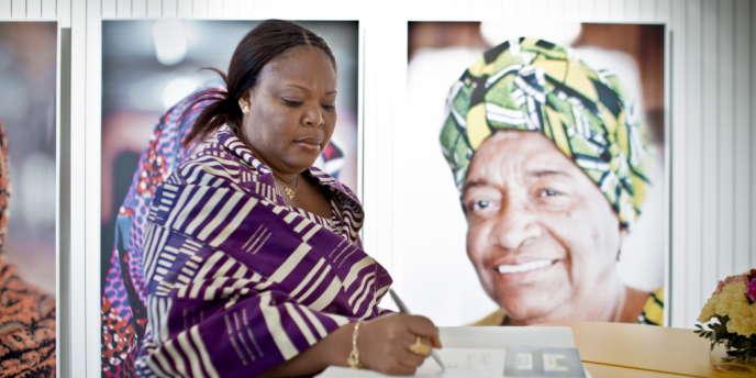 Leymah Gbowee, travailleuse sociale et militante, initie en 2002 au Liberia une grève du sexe pour que les femmes soient associées aux négociations de paix.