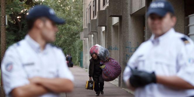 Evacuation d'un campement de Roms à Evry, le 27 août.