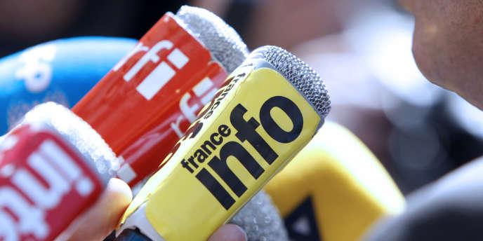 Des micros de Radio France, groupe auquel appartient France Info.