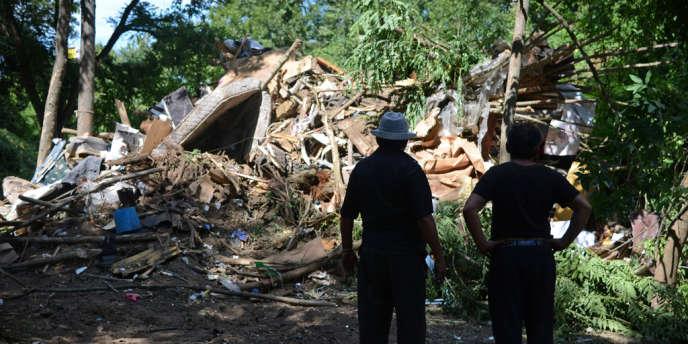 Après l'expulsion d'un camp de Roms à Evry, le 27 août 2012.