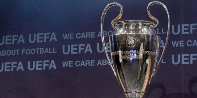 Le trophée de la Ligue des champions, le 16 décembre 2011.