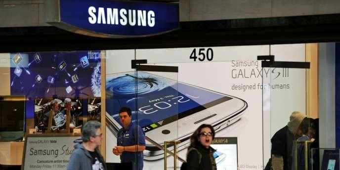 Le groupe Sud-coréen Samsung a fort à perdre si son nouveau smartphone Galaxy S3, fleuron de sa gamme, devait être frappé d'interdiction aux Etats-Unis.