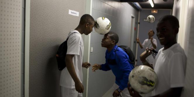 Les jeunes footballeurs de la promo 98.