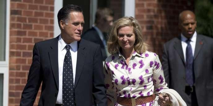 Mitt et Ann Romney, à la sortie de l'office dominical à Wolfeboro, dans le New Hampshire, le 2 octobre 2012.