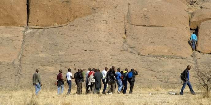 Aux abords de la mine de Marikana, en Afrique du Sud, où 34 mineurs ont été tués par la police le 16 août.