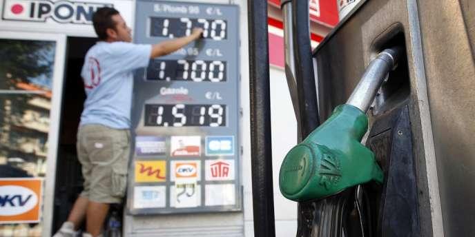 Les prix des carburants ont bien baissé de six centimes en moyenne la semaine dernière.
