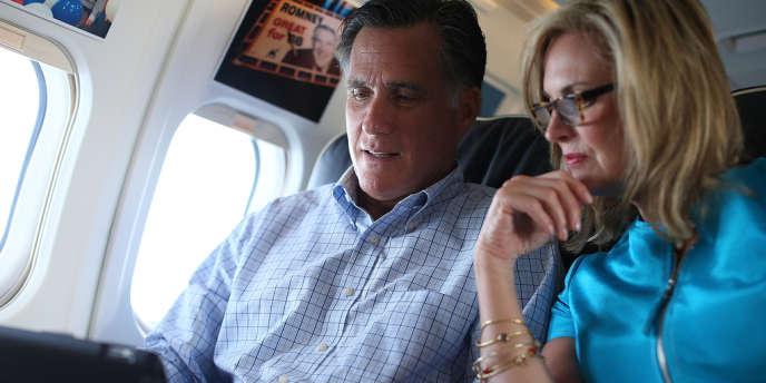 Mitt et Ann Romney, dans l'avion du candidat républicain, le 1er septembre 2012.
