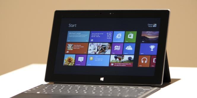 Microsoft est à la peine sur les tablettes, malgré le lancement de deux systèmes Windows en octobre 2012, censé ouvrir plus avant ce marché aux constructeurs de PC.