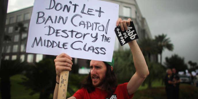 Un manifestant, devant la convention républicaine de Tampa, le 27 août.