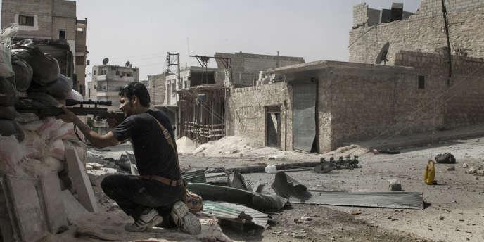 A Alep, avec un combattant de l'ASL dans le quartier de Salaheddine, le 30 août.