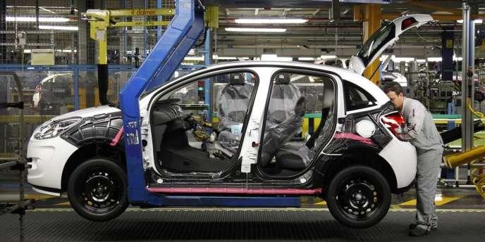 Le premier constructeur français a présenté en juillet un nouveau plan d'économies à l'horizon 2015.