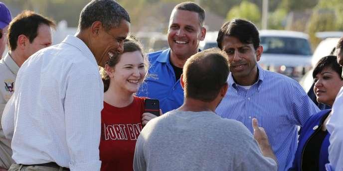 Le président Obama et le gouverneur de Louisiane, Bobby Jindal, deuxième à droite, face à des victimes de l'ouragan Isaac, le 3 septembre à LaPlace.