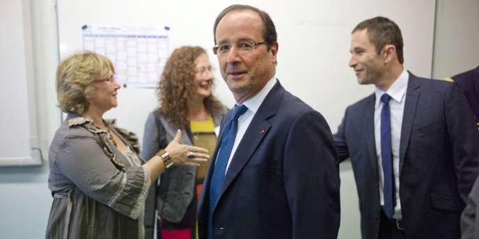 François Hollande et Benoît Hamon, le ministre délégué chargé de l'économie sociale et solidaire, au collège Youri Gagarine, à Trappes (Yvelines), le 3 septembre.