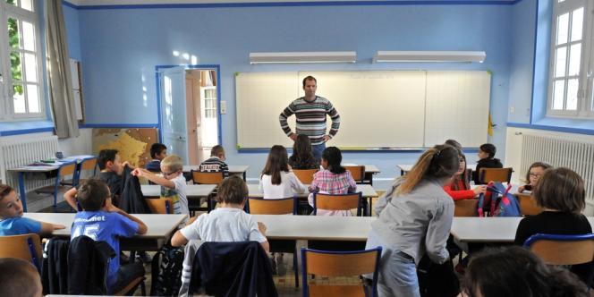 Des élèves d'une classe de primaire, mardi 4 septembre, à Francueil près de Tours.