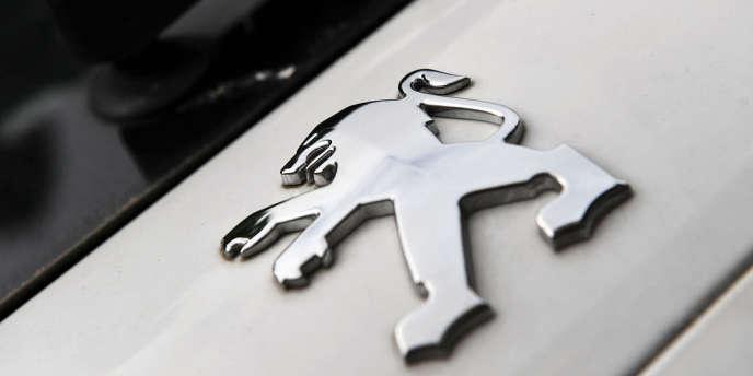 Peugeot aura donc tout connu en cette année 2012 : voué aux gémonies par le gouvernement, conspué par ses syndicats, massacré par les investisseurs, le constructeur automobile, jadis bon élève du quinquennat de Nicolas Sarkozy, est devenu le vilain petit canard de l'économie française.