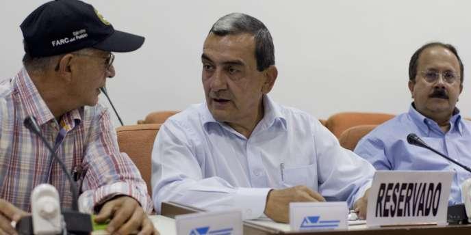 Des représentants des FARC, dont le commandant en chef, Mauricio Jaramillo (au centre), lors d'une conférence de presse à La Havane, le 4 septembre.