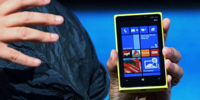 Peu après la présentation des deux derniers-nés de sa gamme Lumia, le titre de Nokia perdait près de 16 % de sa valeur à la Bourse d'Helsinki.