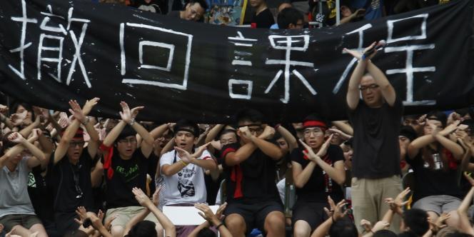 A Hongkong, des manifestants ont initié une grève de la faim samedi 1er septembre pour protester contre l'introduction d'un enseignement d'éducation patriotique.