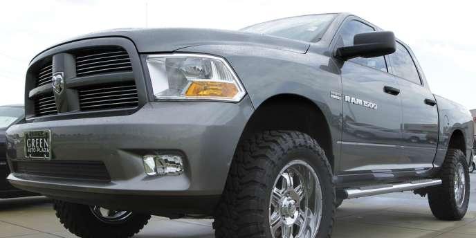 La hausse des prix à la pompe favorisant le remplacement d'anciens modèles trop gourmands en carburant par des modèles plus compacts.
