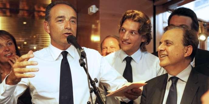 Jean Sarkozy, vice-président du conseil général des Hauts-de-Seine, recevait pour un café-politique à Neuilly-sur-Seine Jean-François Copé, candidat à la présidence de l'UMP, mardi soir 4 septembre 2012.
